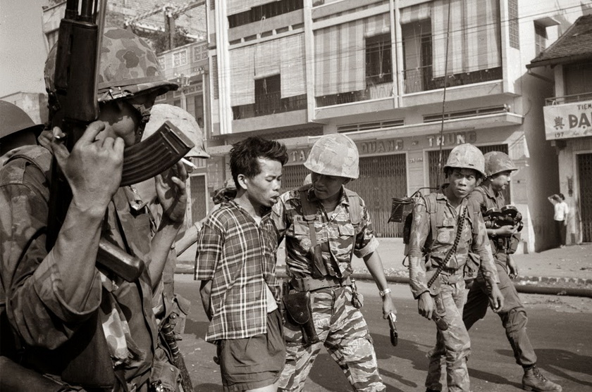 Saigon Execution Murder of a Vietcong by Saigon Police Chief, 1968 3_调整大小