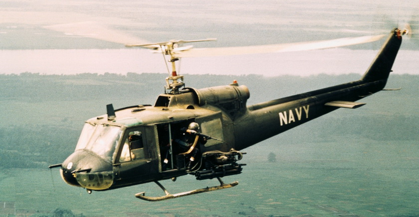 american-gunners-firing-from-helicopters-P_调整大小