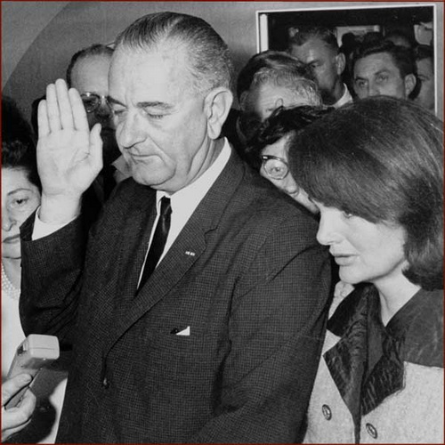 president-lyndon-johnson-right-hand-inauguration-2_调整大小